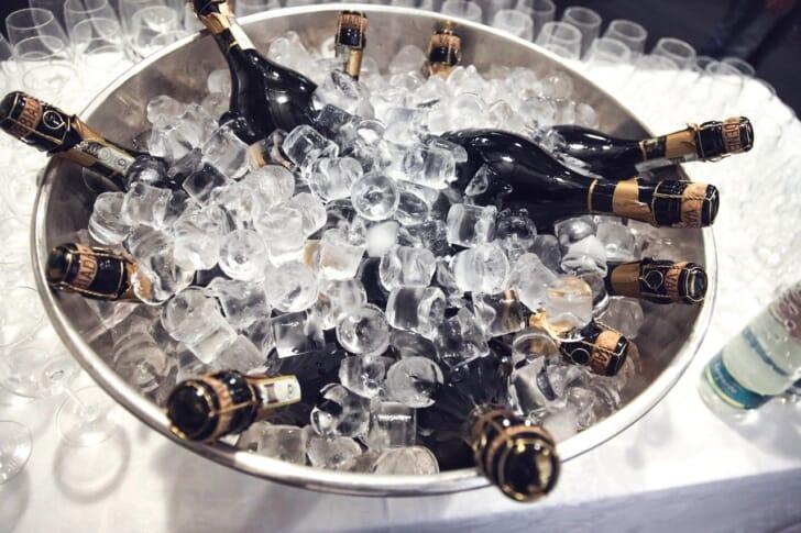 クラッシュアイスで冷やされたシャンパン