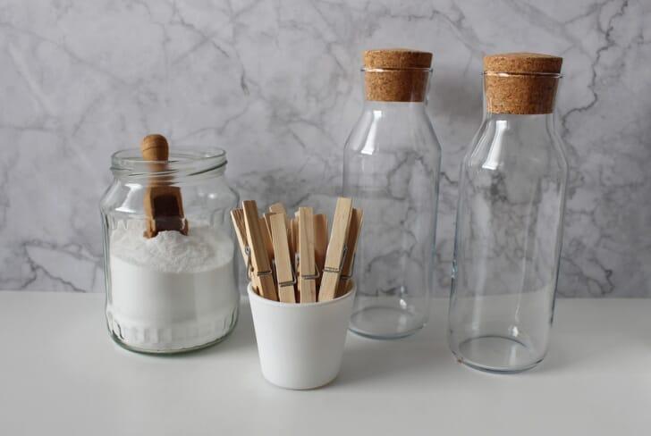 ガラス瓶が3個並んでいる画像