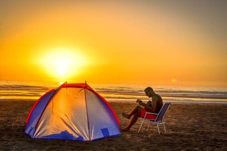 一人でキャンプしている写真