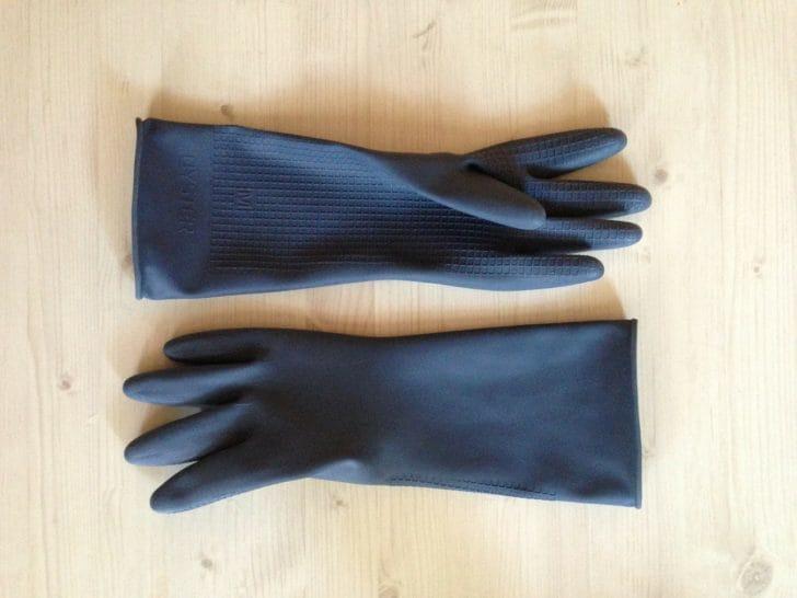 黒いゴム手袋の写真