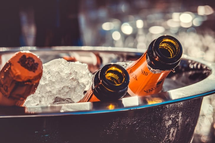 シャンパンを冷やしている写真