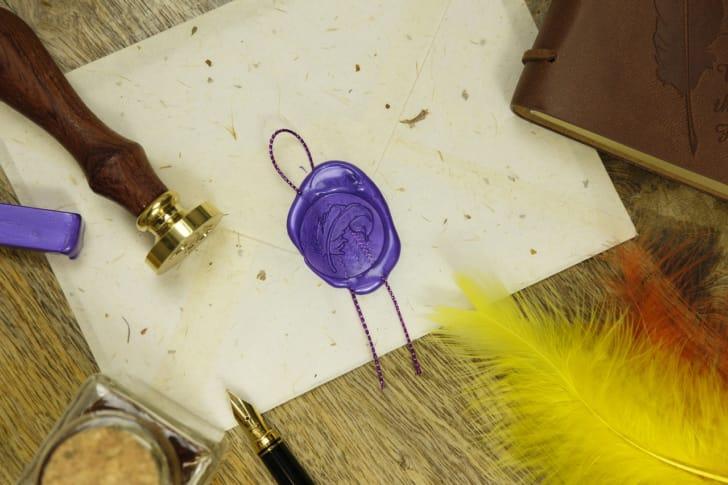 紫色のシーリングワックスの写真