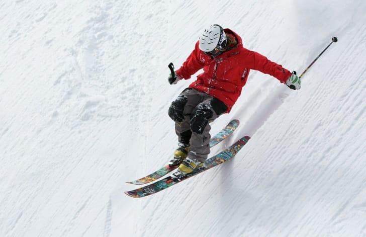 スキーをしている男性の写真