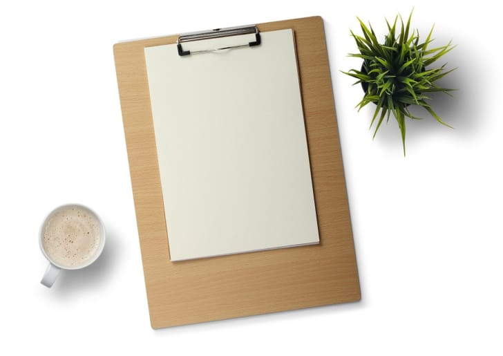A4サイズの画版に紙が乗っている写真
