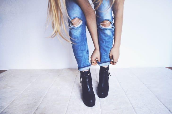 黒いショートブーツの写真