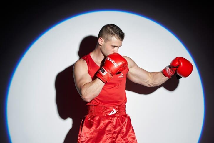 ボクサーのようなマッチョな男性の写真