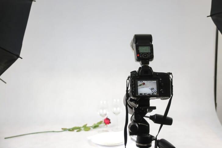 レフ板とカメラの写真