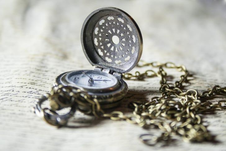アンティークな懐中時計の写真