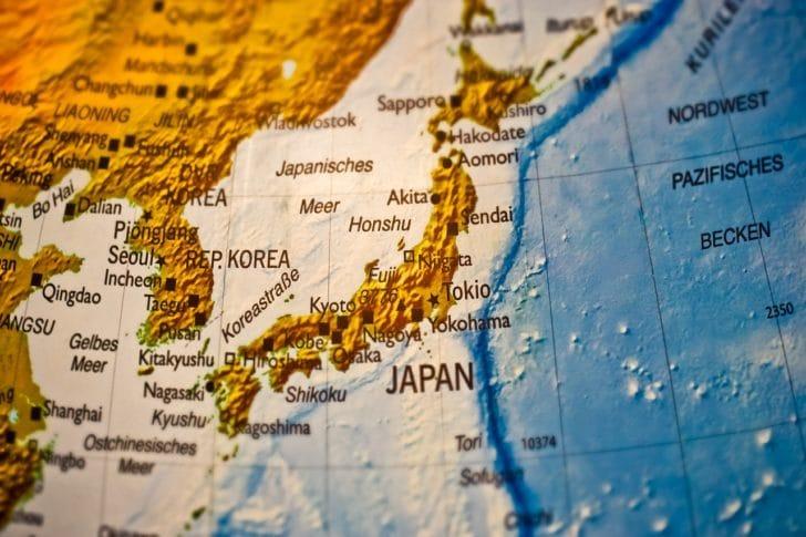 世界地図上の日本のアップ写真