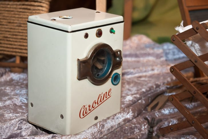 おもちゃのドラム式洗濯機の写真