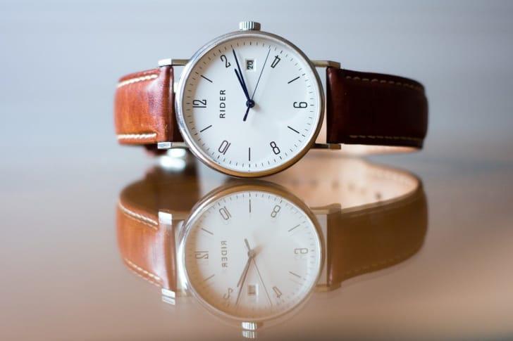 革の腕時計の写真