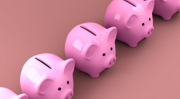 かわいいピンクの貯金箱の写真