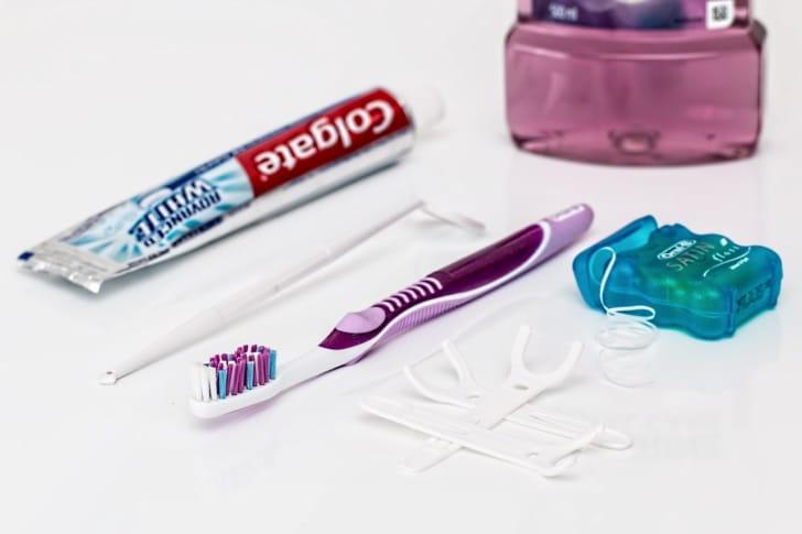 デンタルフロスと歯磨きセットの写真