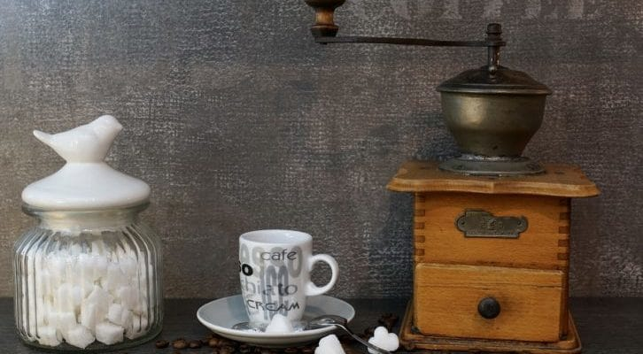 シュガーポットとカップの画像