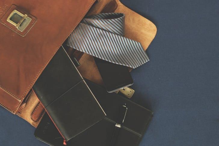 フタ付きのビジネスバッグの写真