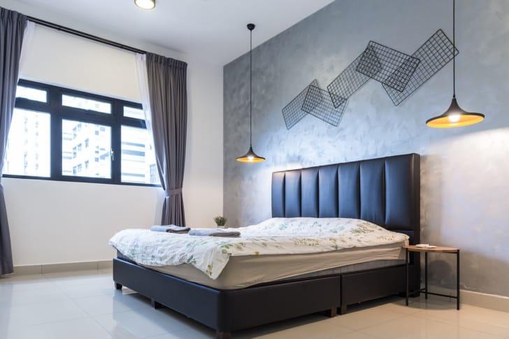 寝室のおしゃれなペンダントライトの写真