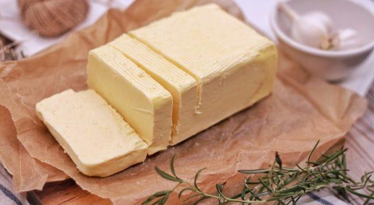 バターが切られている写真
