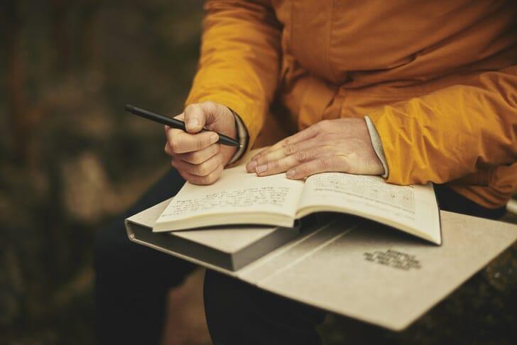 日記を書いている人