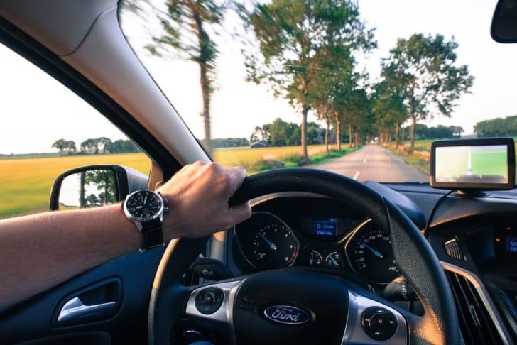 運転中の手の写真