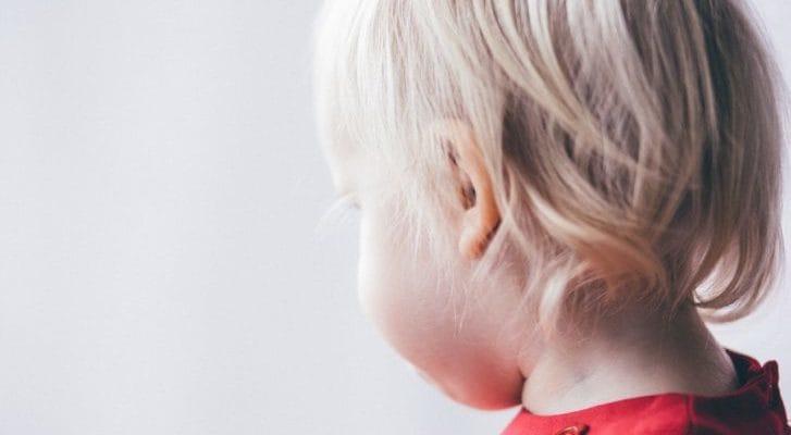 子供の横顔の写真