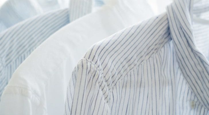 ワイシャツが干されている写真